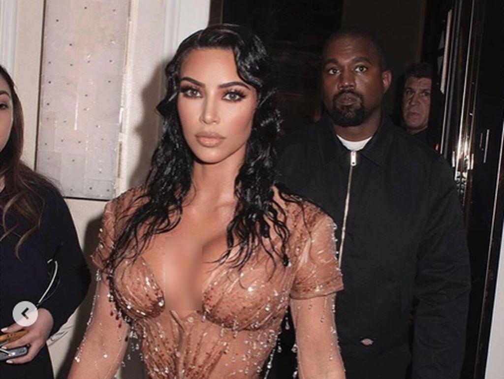 Kim Kardashian Nangis saat Penampilannya di Met Gala Jadi Meme