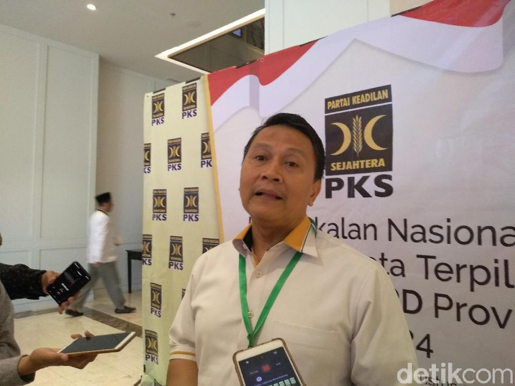 PKS: Ide Jokowi Ambil Seluruh Partai Politik Sesuatu yang Bahaya!