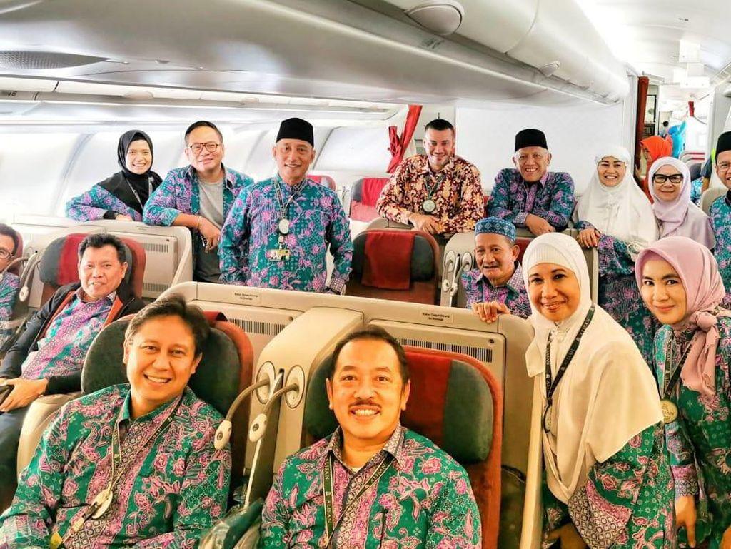 Tak Dampingi Jokowi ke PLN, Rini Naik Haji
