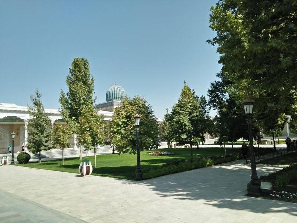 Mengunjungi Makam Perawi Hadis Terkenal, Imam Bukhari