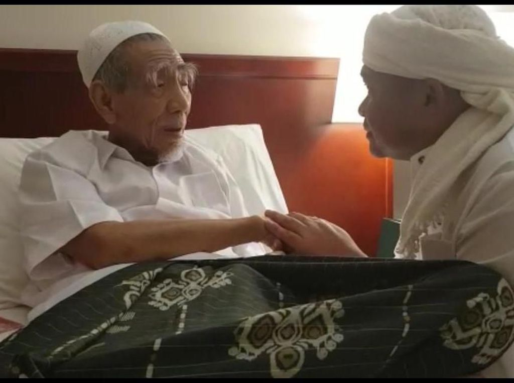 Ucapan Mbah Moen Sebelum Wafat ke Kapolres Jombang Saat Bertemu di Mekah