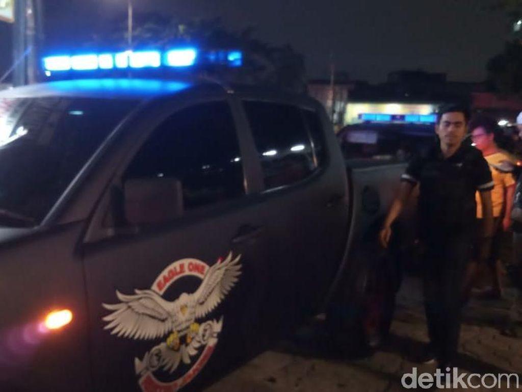 Polisi Berjaga di Kafe Nobar PSM-Persija di Tebet Pasca-penyerangan
