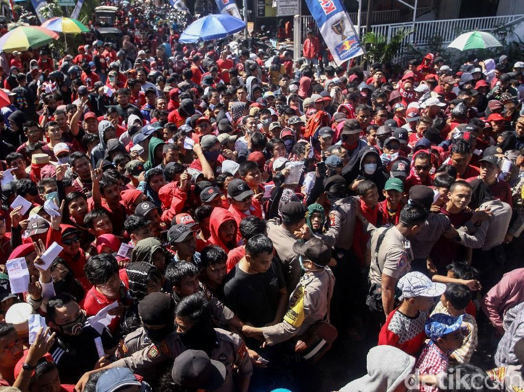 Ribuan Suporter PSM Makassar Padati Stadion Andi Mattalatta