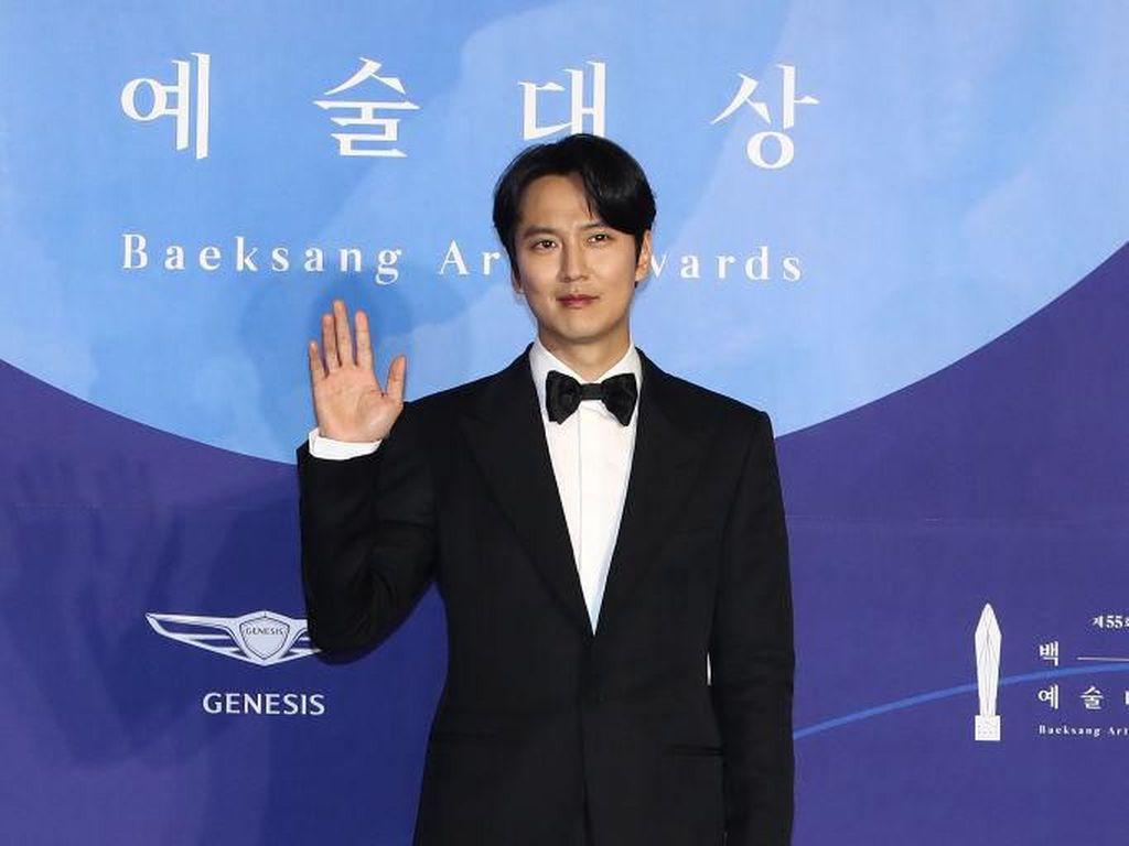 Fakta Menarik Kim Nam Gil yang Dikabarkan akan Menikah dengan Jang Nara