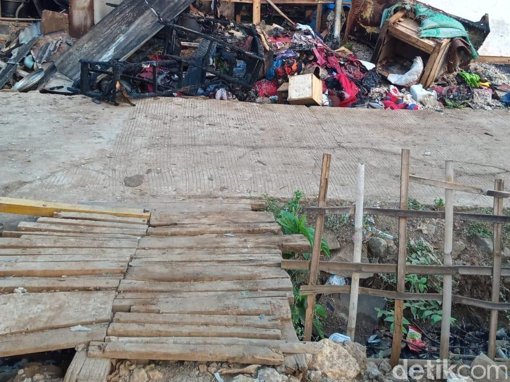 Dua Rumah di Karawang Kebakaran saat Pemadaman Listrik