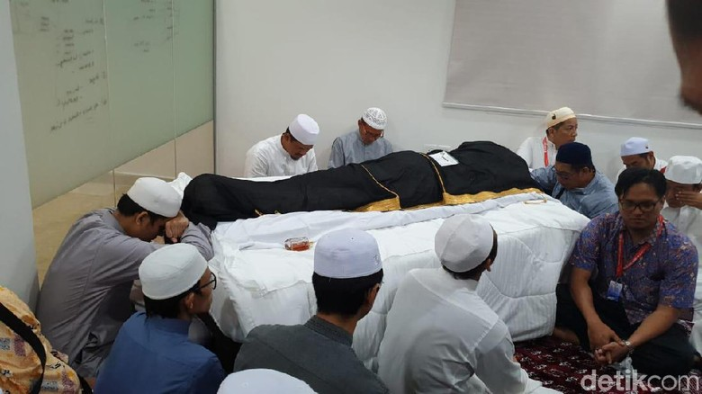 gus-wafi-habib-rizieq-diminta-pimpin-doa-oleh-keluarga-mbah-moen