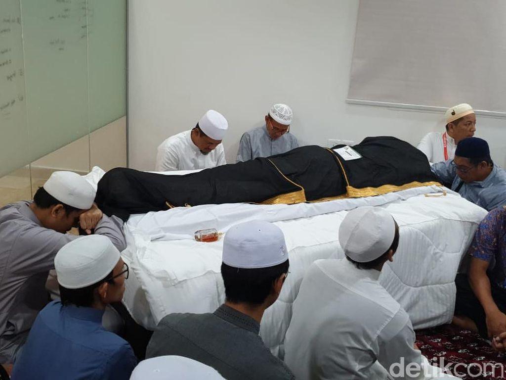 Gus Wafi: Habib Rizieq Diminta Pimpin Doa oleh Keluarga Mbah Moen