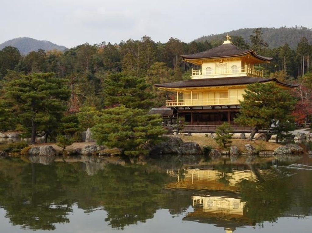 Foto: Kuil Berlapis Emas di Jepang