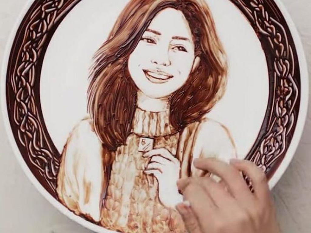 Kreatif! 10 Lukisan dari Cokelat Ini dibuat Hanya dengan Satu Jari