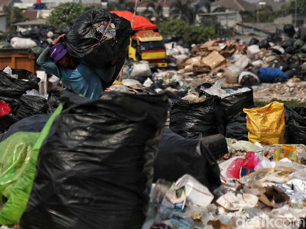 Endapan Sampah Puluhan Tahun di Gresik Diangkat