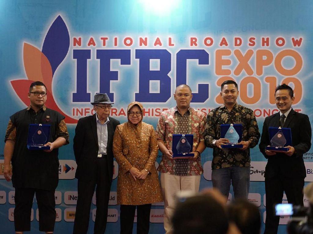 Baba Rafi Raih Penghargaan Waralaba Padat Karya 2019