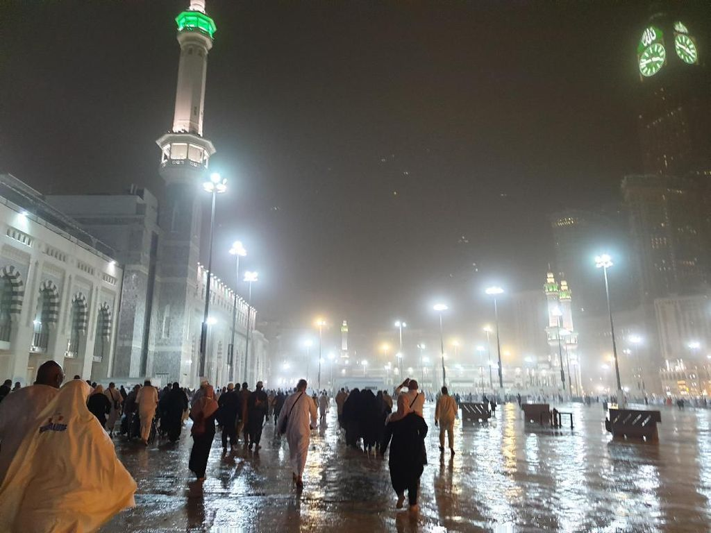 Jelang Arafah, Hujan Guyur Mekah