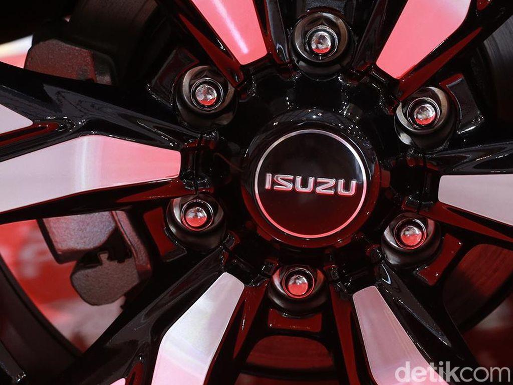 Isuzu Siap Datangkan Penantang Truk Hybrid Hino
