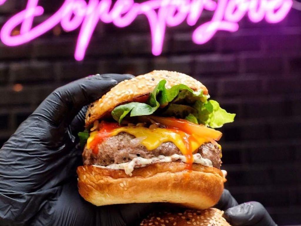 5 Resto Burger Kekinian yang Wajib Didatangi Pencinta Burger