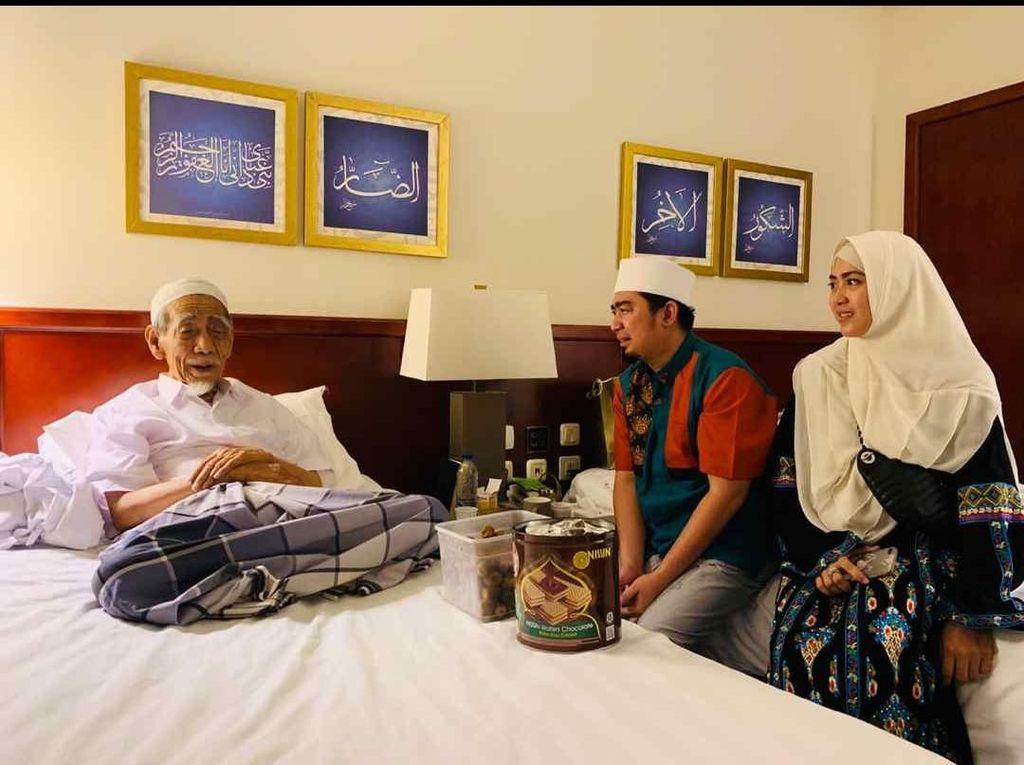 Dijenguk Ustaz Solmed, Mbah Moen Cerita Sejarah Nusantara
