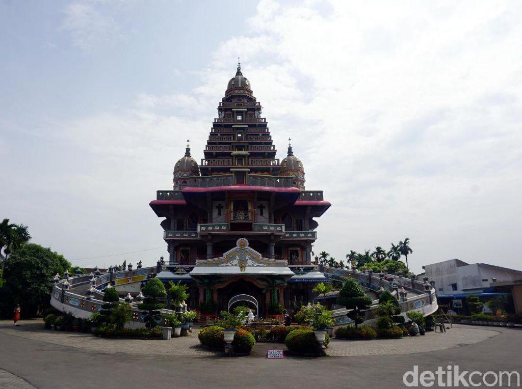 Foto: Gereja Tapi Bentuknya Kuil Hindu di Medan