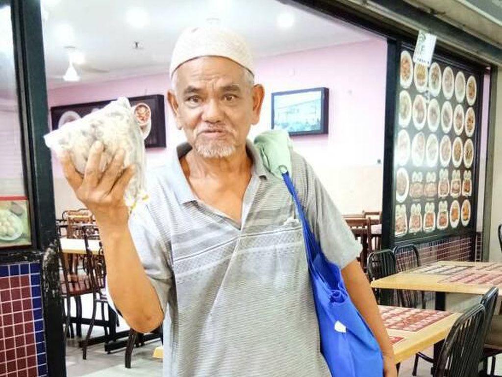 Kisah Haru Pria Jualan Ikan Asin Tempuh Jarak 100 Km Demi Hidupi Istri