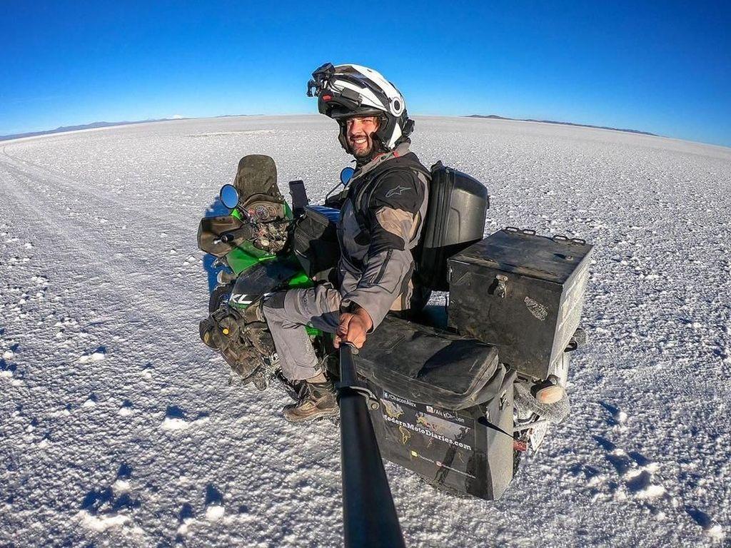 Alex Chacon, Penjelajah Dunia di Atas Motor