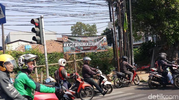 Spanduk dukungan Jakmania untuk Persija Jakarta di salah satu sudut ibu kota. (Foto: Yanu Arifin/detikSport)