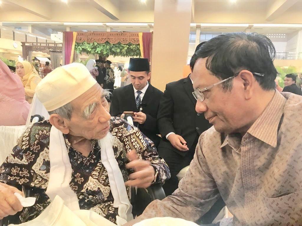 Mahfud Md Kenang Pertemuan Berkesan dengan Mbah Moen