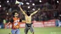 PSM Juara Piala Indonesia, Suporter Serbu Lapangan