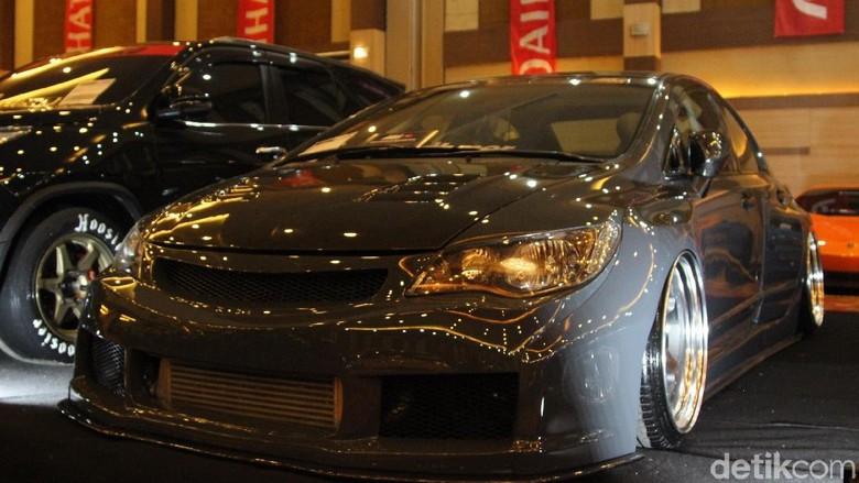 Modifikasi Honda Civic FD Ini Habiskan Rp 400 Juta Dengan Body Kit ala Pandem