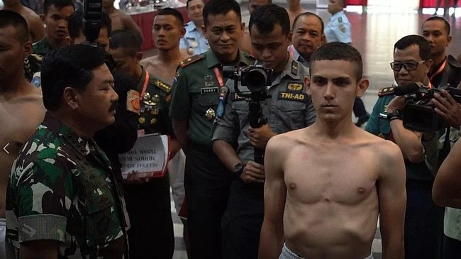 TNI Pertahankan Enzo Allie, Minta Maaf atas Kontroversi