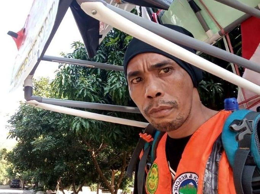 Jalan Mundur dari Tulungagung untuk Temui Jokowi, Medi Disorot Dunia