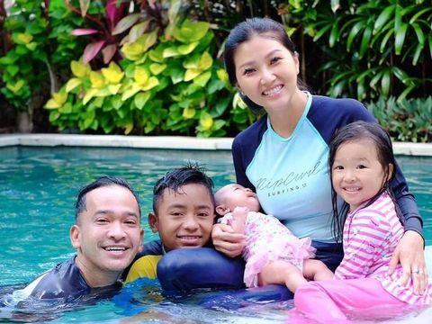 Betrand bersama Ruben Onsu dan keluarganya/