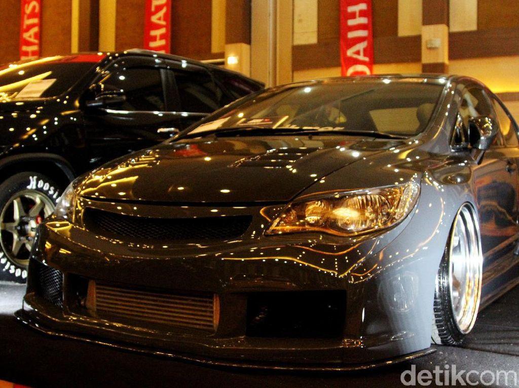 Rombak Honda Civic Lebih Gendut dan Berisi