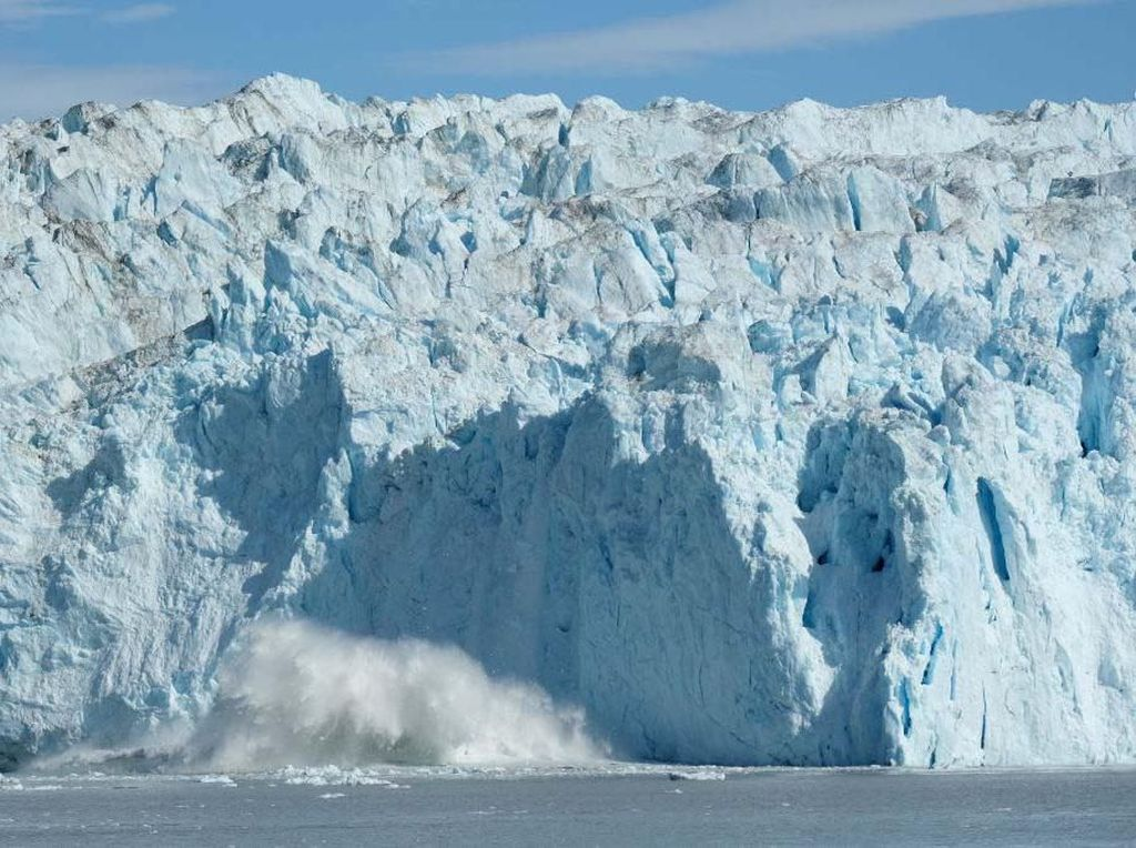 Untuk Pertama Kalinya, Hujan Turun di Puncak Bersalju Greenland