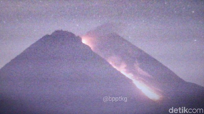 Gunung Merapi Luncurkan Awan Panas Sejauh 950 Meter
