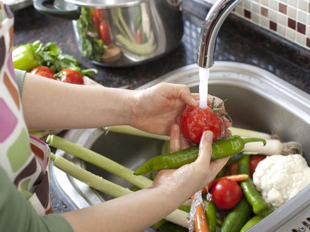 Inilah Alasan Penting Mencuci Sayur dan Buah Sebelum Dikonsumsi