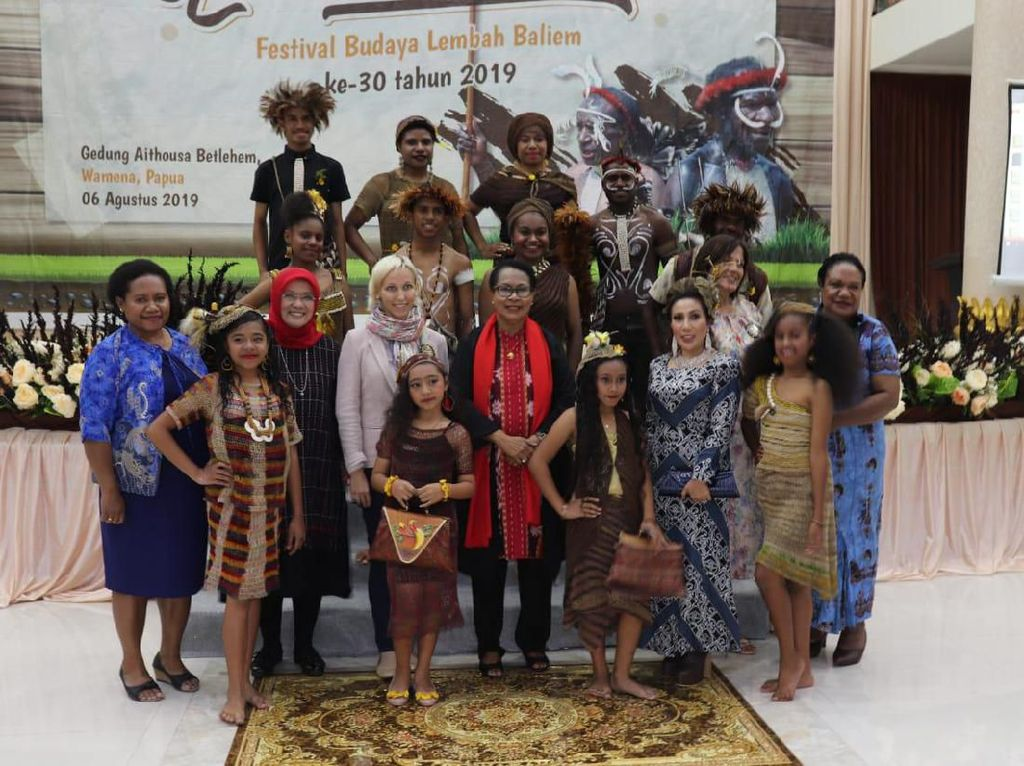 Fashion Show Anak-anak Papua Sambut Festival Lembah Baliem 2019