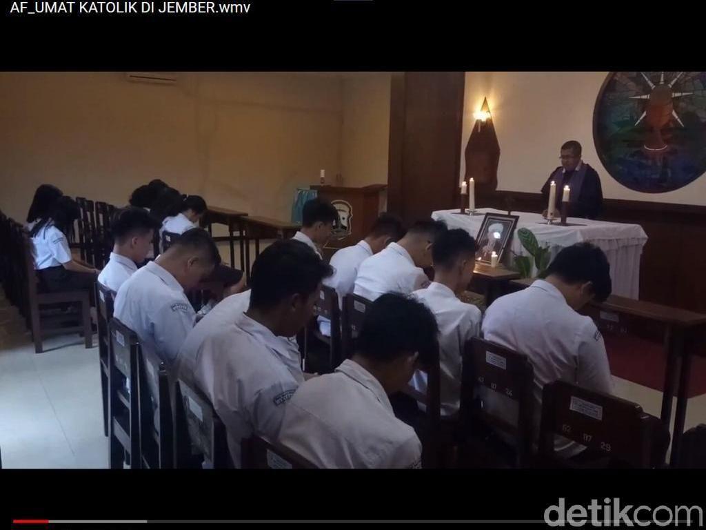 Umat Katolik di Jember Doa Bersama untuk Mbah Moen