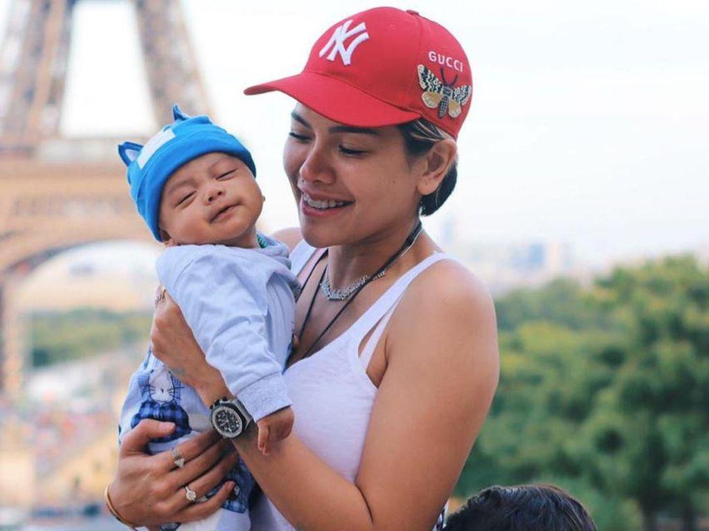 Gemas! Nikita Mirzani Akhirnya Unggah Wajah Anak Ketiganya