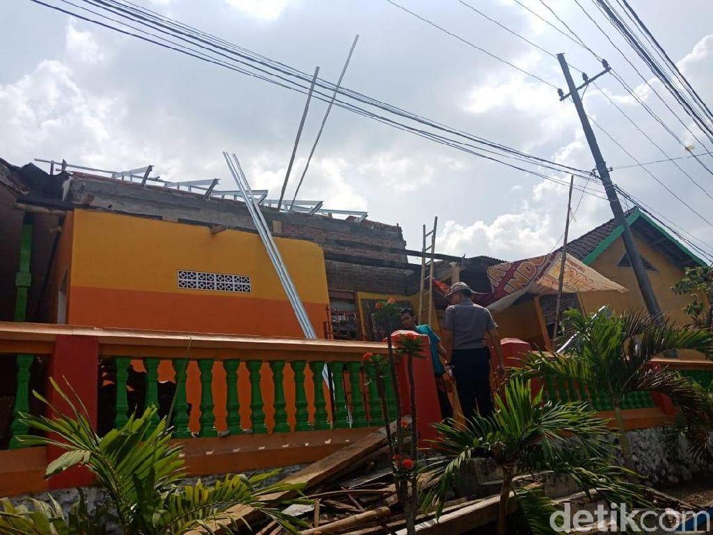 Tersengat Listrik dan Jatuh dari Atap Sekolah, Kuli Bangunan Tewas
