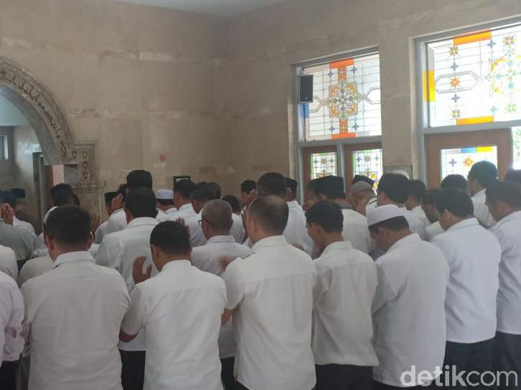 ASN Kemenag Aceh Gelar Salat Gaib untuk Mbah Moen