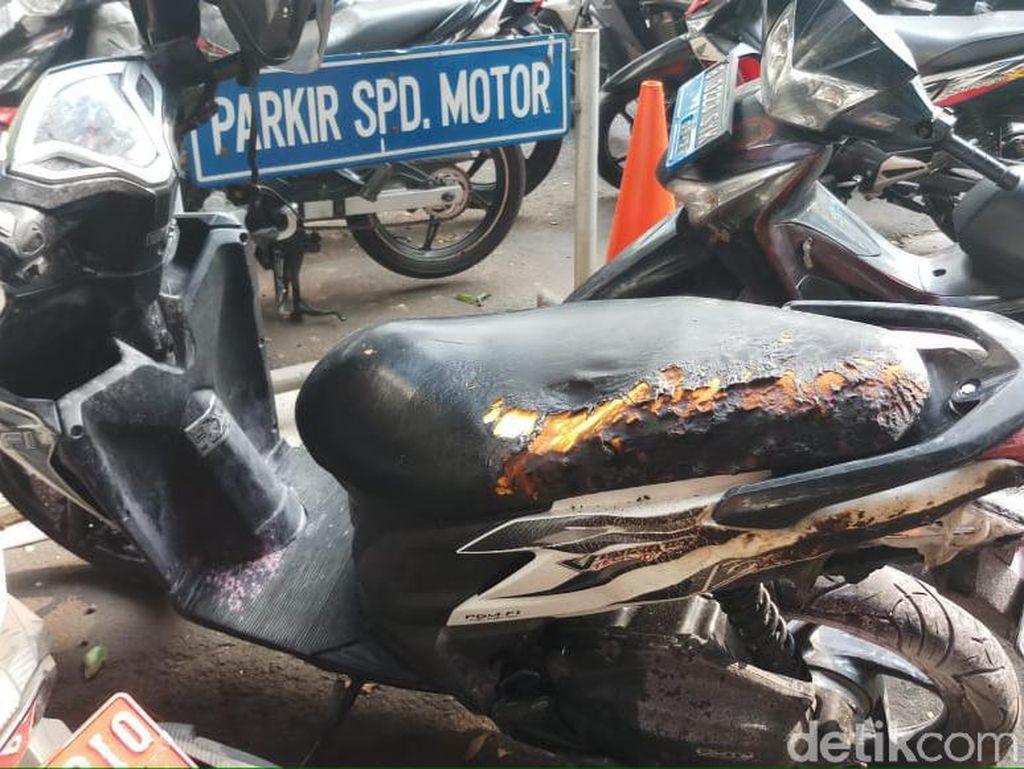 Sebuah Sepeda Motor Terbakar di Kompleks Kemlu Jakpus