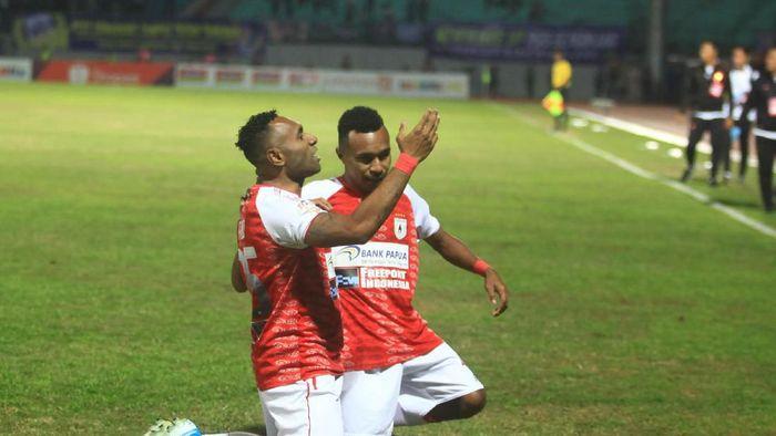 Persipura Jayapura menang 3-1 di kandang PSIS Semarang (ANTARA FOTO/Andreas Fitri Atmoko)