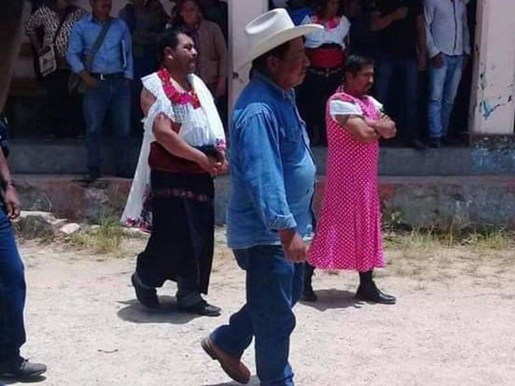 Tidak Tepati Janji Kampanye, Wali Kota di Meksiko Dipaksa Pakai Baju Wanita
