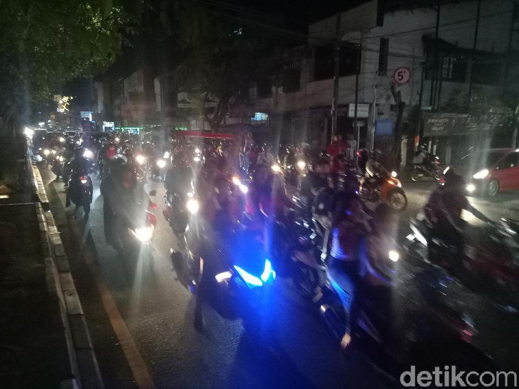 PSM Makassar Juara, Ratusan Suporter Konvoi Keliling Ruas Jalan