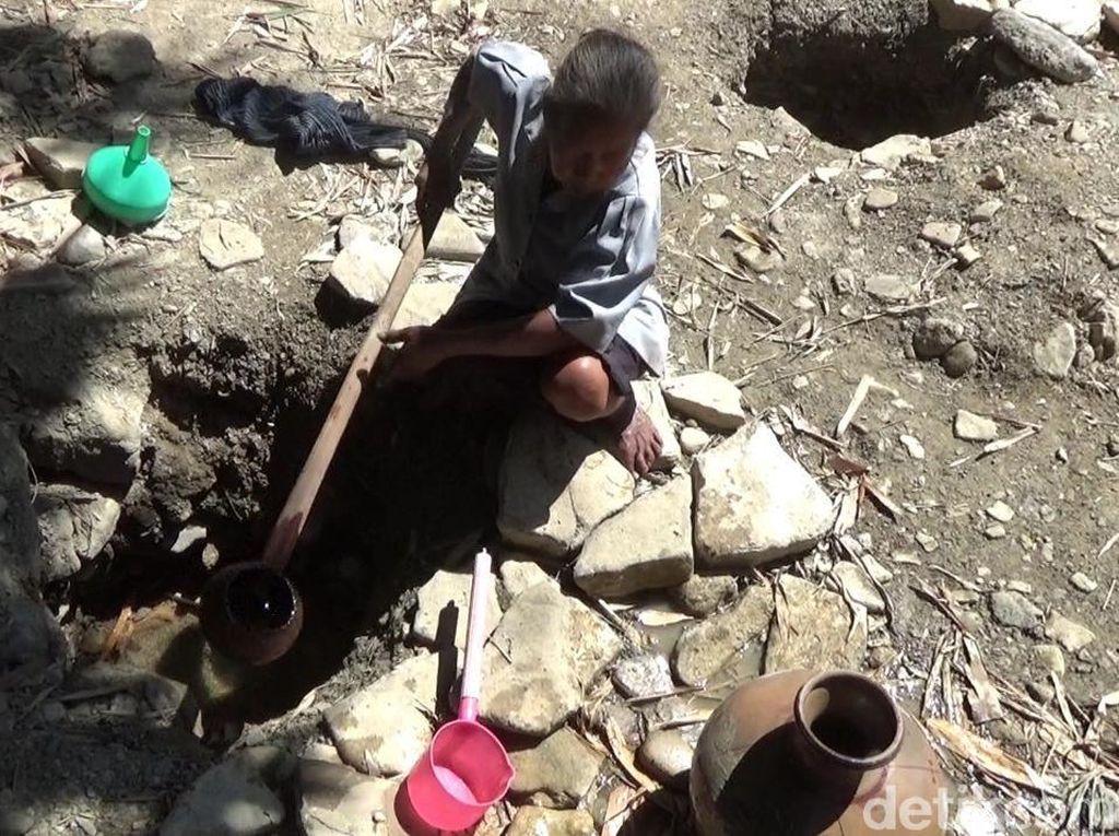 Krisis Air, Warga di Boyolali Bikin Sumur di Sungai Kering