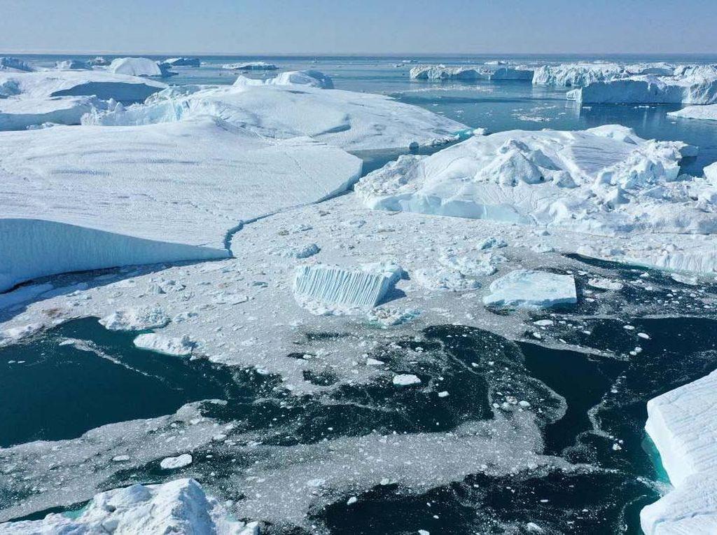 Potret Gunung Es di Greenland Mencair