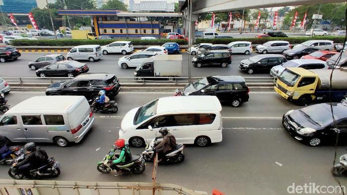 Sepekan terakhir permasalahan kualitas udara di Ibu Kota menjadi sorotan karena berdasarkan data AirVisual Jakarta beberapa kali menduduki indeks kualitas udara terburuk dunia. Kita susuri yuk, apa saja penyebabnya?