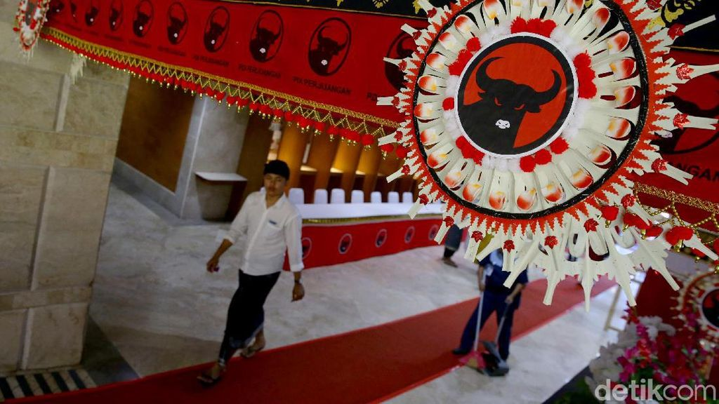 Ornamen Bali Hiasi Lokasi Kongres V PDIP