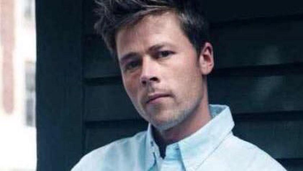 Foto: Ini Tukang Bangunan yang Sulit Keluar Rumah karena Mirip Brad Pitt