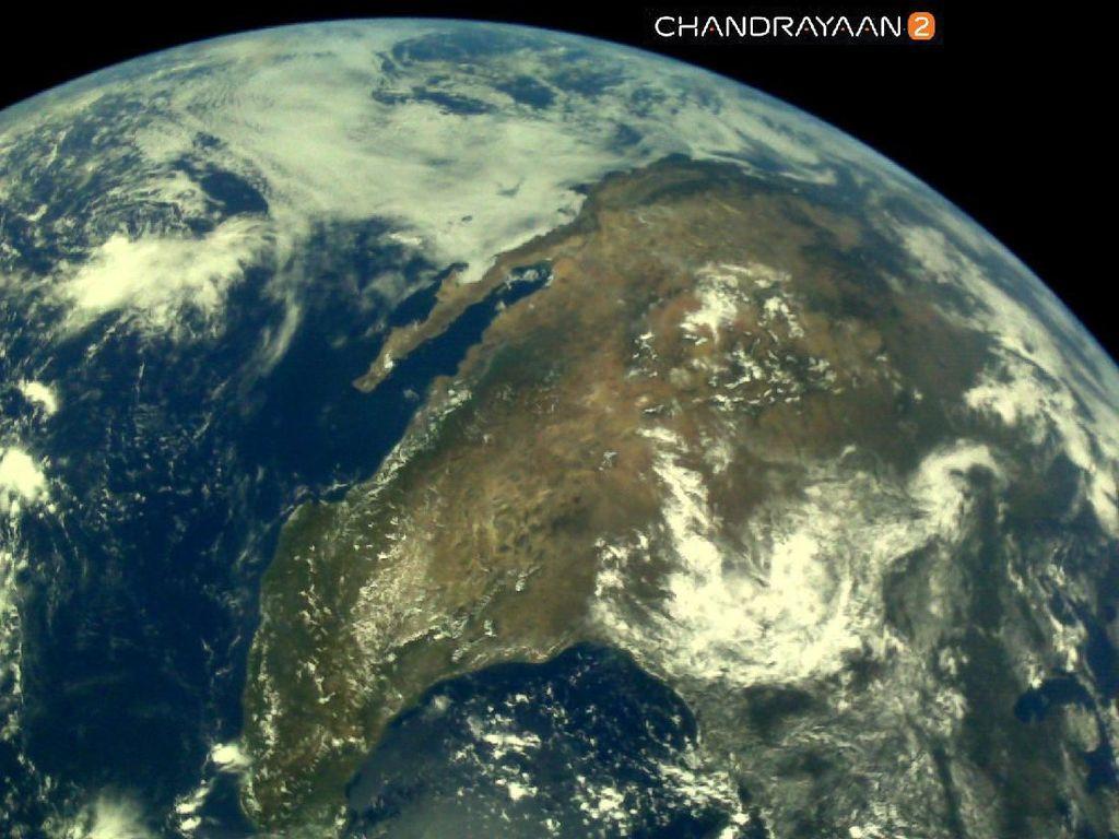 India Pamer Jepretan Foto Bumi Bulat
