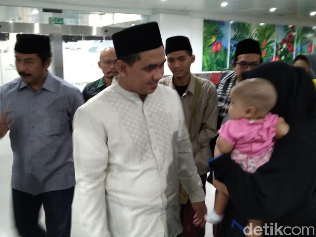 Gus Yasin dan Keluarga ke Mekah untuk Takziah Mbah Moen