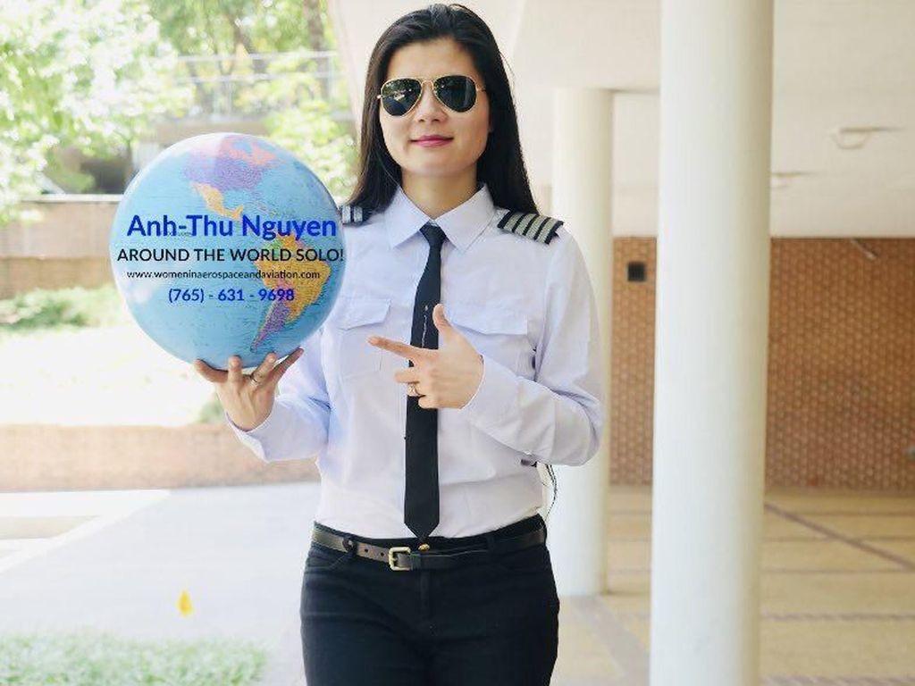 Potret Pilot Wanita yang Terbang Solo Keliling Dunia Demi Misi Pendidikan